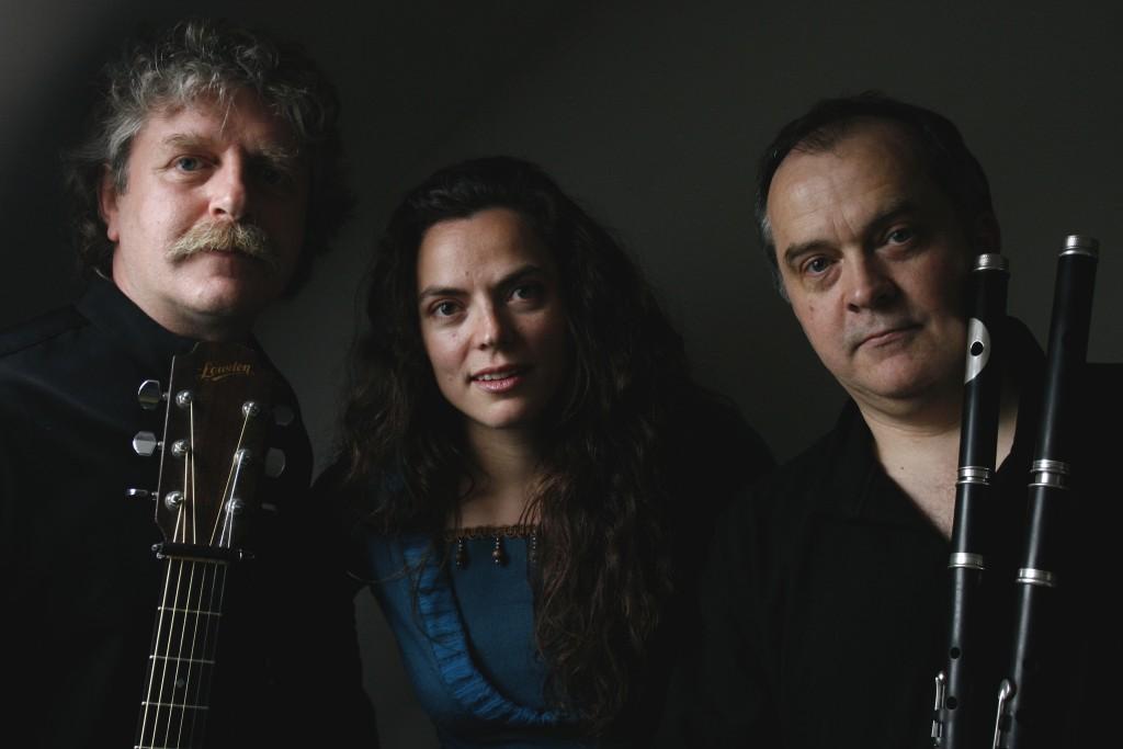 Trio Empreintes (Marthe Vassallo, Gilles Le Bigot, Jean-Michel Veillon) à Tréguier @ Scène du Martray