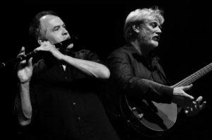 Jean-Michel Veillon & Jamie Mc Menemy en concert chez Constance à Plougrescant le mercredi 22 août 2018 @ Chez Constance | Plougrescant | Bretagne | France
